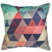 Dekokissen mit geometrischen Muster